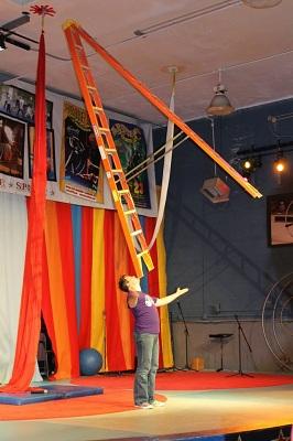 Paul Miller, Circus Mojo, balancing act