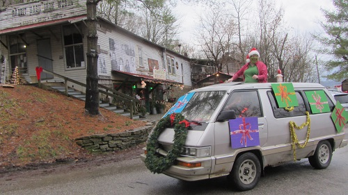 Rabbit Hash holiday parade B